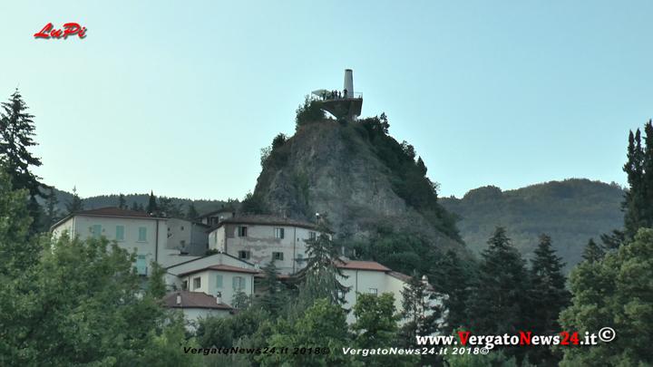 ... a campana che venne sostituito nel 1951 con l attuale Faro progettato  dell ingegnere Giuseppe Rinaldi a0b803875ad0
